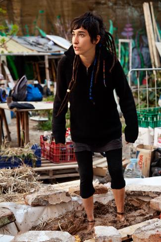 Una chica que colabora en el proyecto, Huerto del Xino