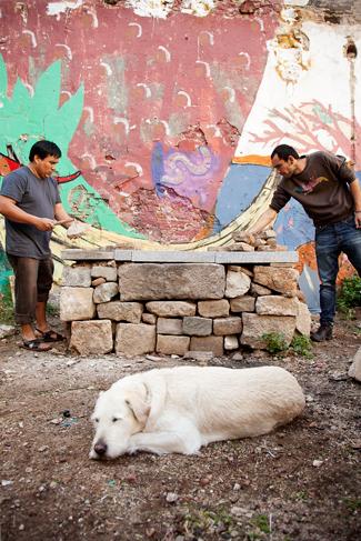 Construyendo un horno de barro, Huerto del Xino