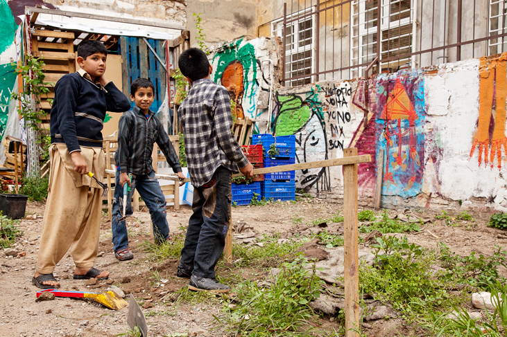 Los niños ponen barreras a los cultivos, Huerto del Xino