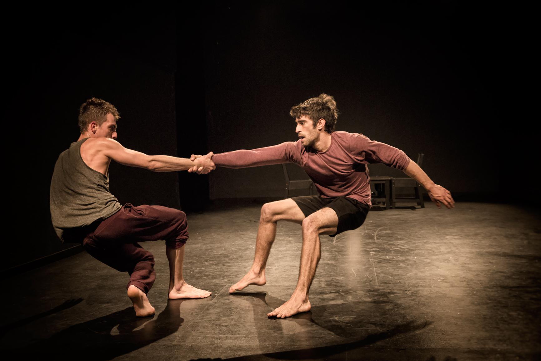 Fotografiando a actores de circo. Fotografías de la pieza BUBBLE de la Cia El lado oscuro de las flores realizadas en el Antic Teatre en Barcelona