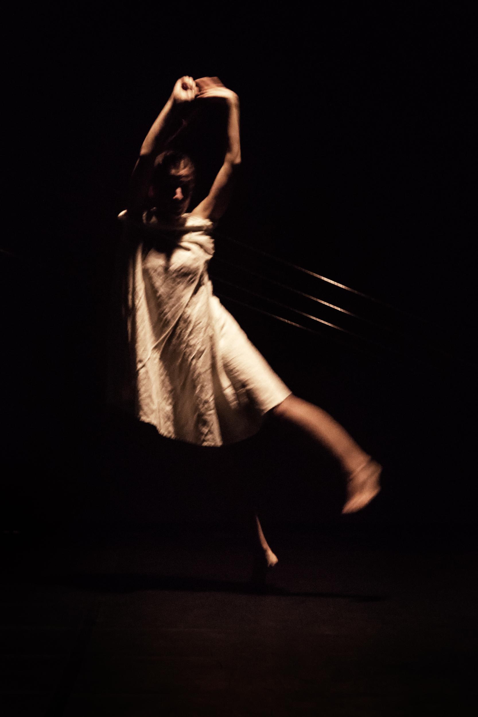 Fotografías de danza de la pieza Seda